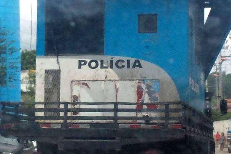 Cabine de polícia saindo do território do Salgueiro – São Gonçalo
