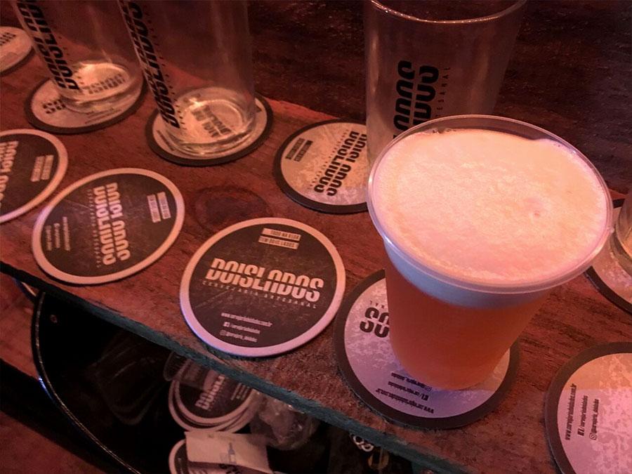 Cervejaria artesanal Dois Lados. Prata da casa presente de qualidade presente nos festivais da cidade.