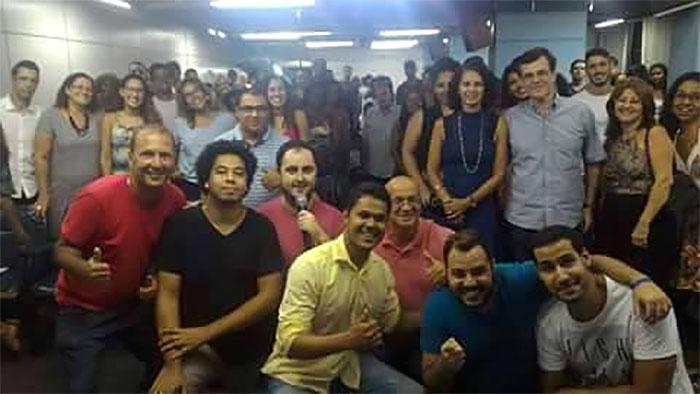 Plateia, artistas e equipe da Secretaria de Cultura no Centro Cultural Joaquim Lavoura