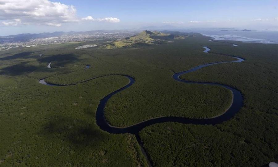 Vista aérea do Rio Guaxindiba, que corta a APA de Guapimirim e chega até a Baía de Guanabara - Custódio Coimbra / Custódio Coimbra