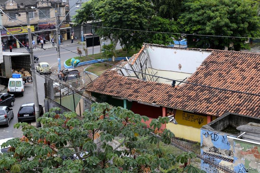 O telhado da Escola Estadual João Tarcísio Bueno, no Paraíso, desabou em agosto e até hoje nenhum sinal de obras no local. Alunos estão em Cieps vizinhos