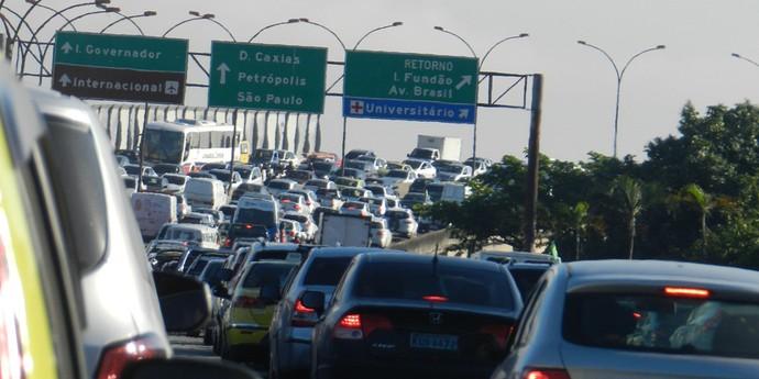 Trânsito na Linha Vermelha em direção à Caxias e Ilha do Governador. Foto: Rafael Bozeo
