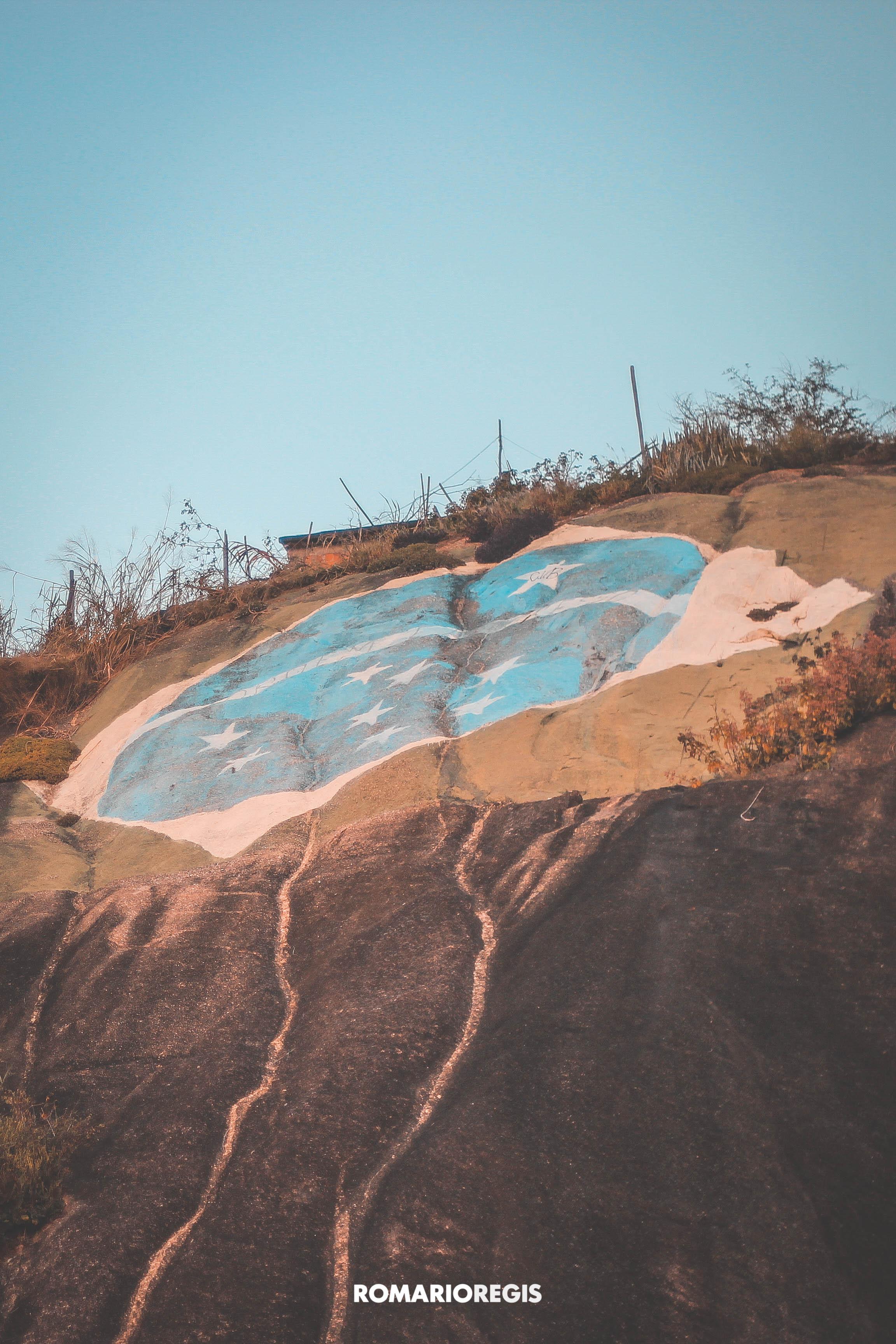 Pedra da Bandeira que fica no bairro Porto Velho, São Gonçalo – Rio de Janeiro. Foto: Romário Regis