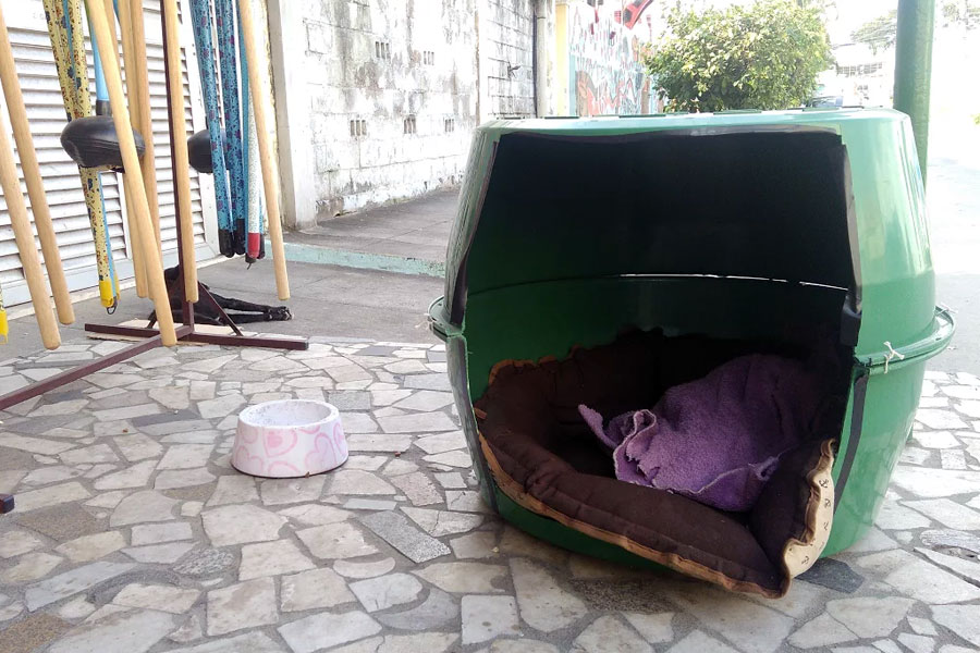 A casa criada pela Mercearia do Careca para ser o lar do cão Coceirinha.