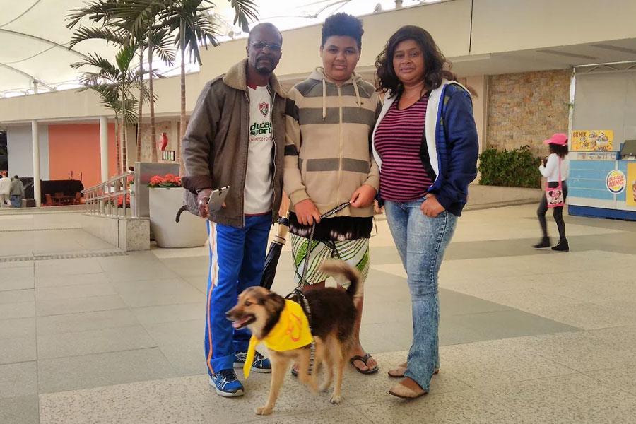 Évia Alves e sua família completa, agora com Ed no Shopping Partage.