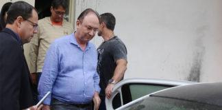 O ex-prefeito de São Gonçalo Neilton Mulim é transferido para o presídio de Benfica Foto: Fabiano Rocha / Agência O Globo