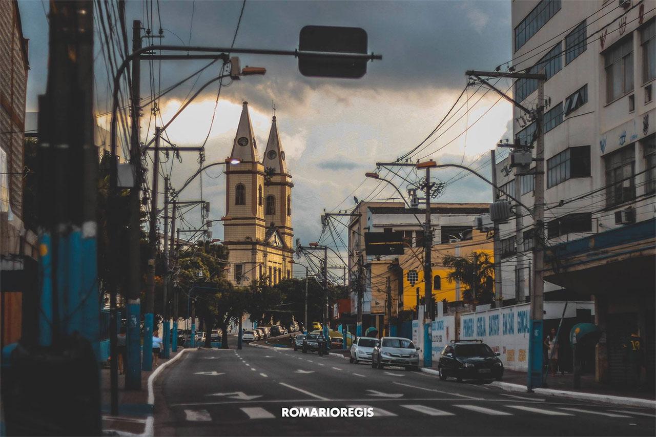 Centro de São Gonçalo com a Igreja Matriz ao fundo